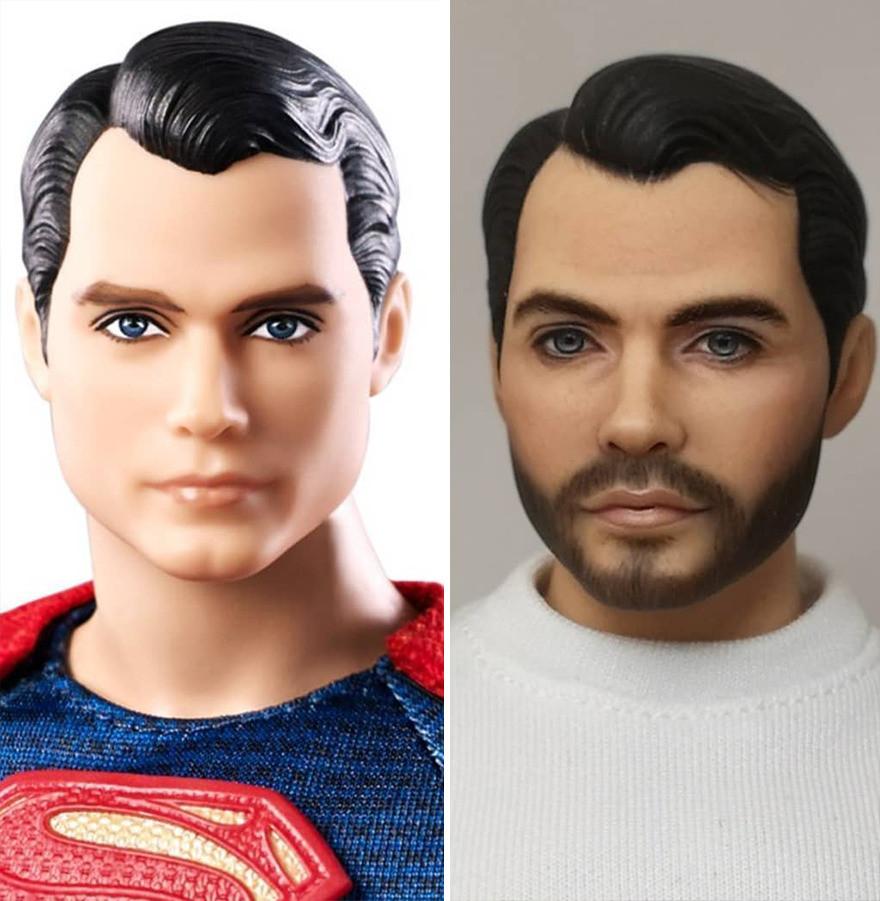 Художник перекрашивает лица кукол, превращая их в знаменитостей