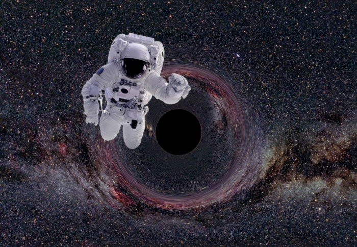Что произойдет с человеком, затянутым в Чёрную дыру?