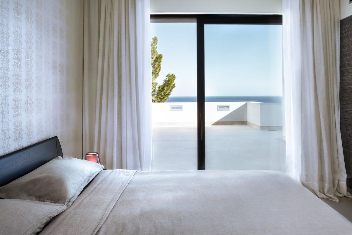 Двухэтажная вилла на южном побережье Сардинии в Италии