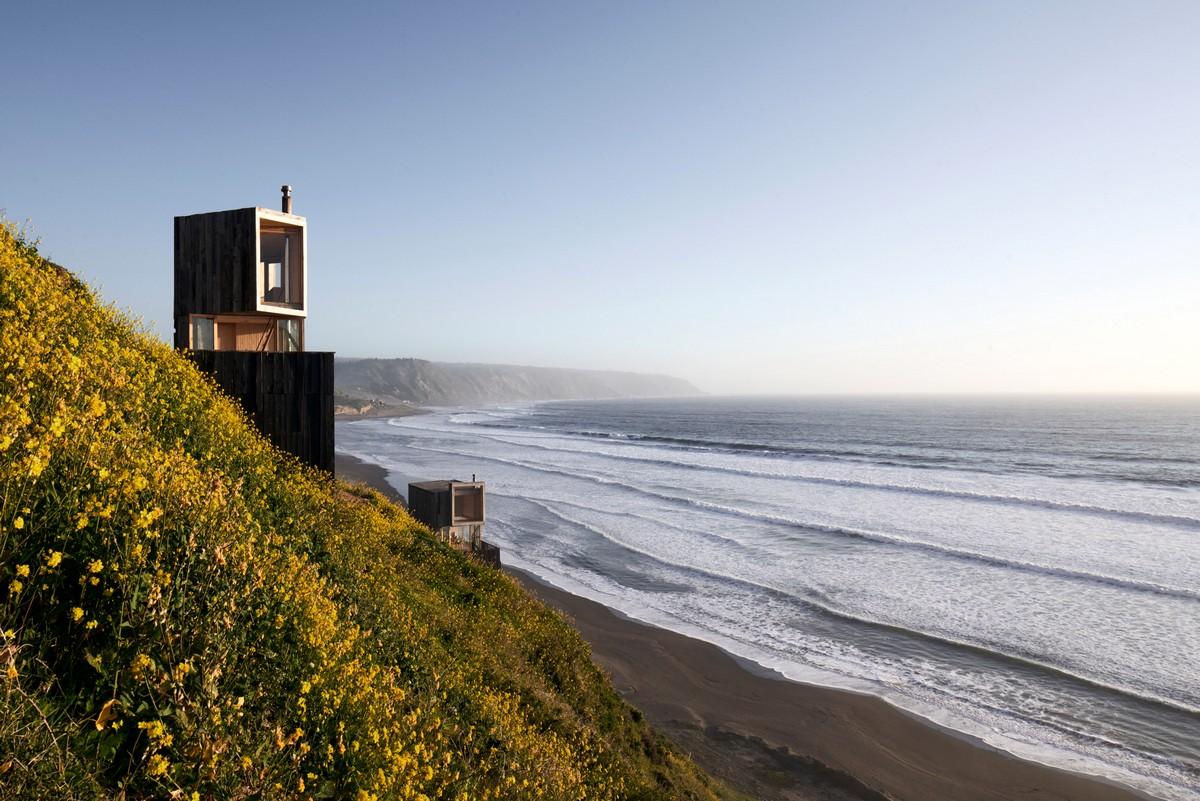 Деревянные домики у океана в Чили
