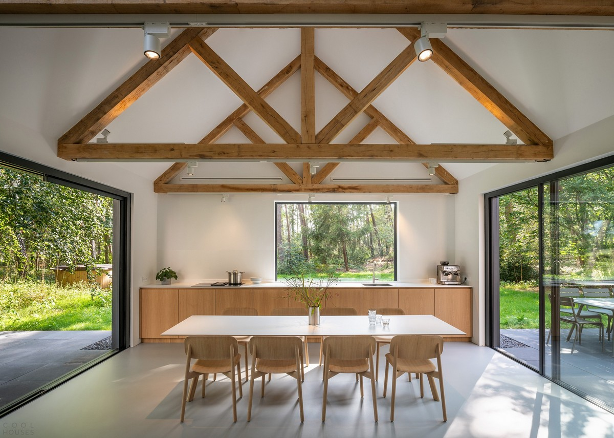 Загородная деревянная вилла из трех домиков в Нидерландах