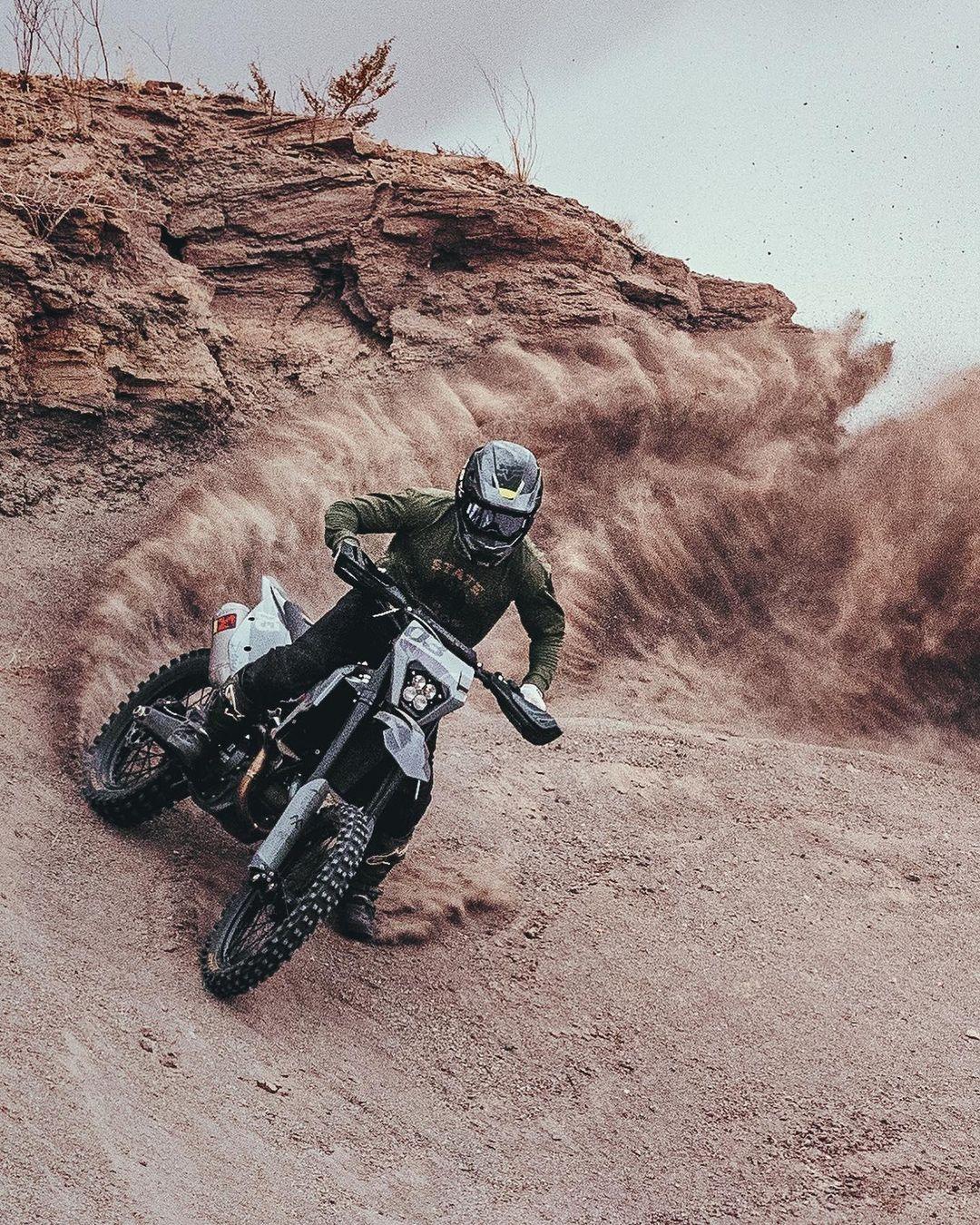 Динамичные снимки автомобилей и мотоциклов от Аарона Бримхолла
