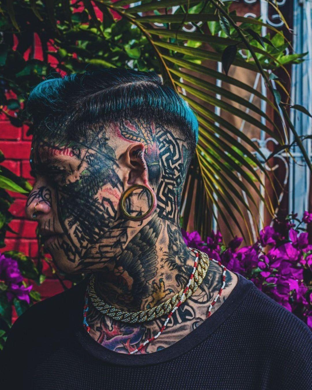 Мексиканский дьявол покрыл тело тату, раздвоил язык и закрасил глазные яблоки