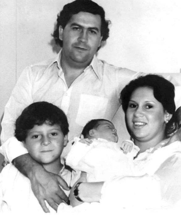 Отъявленные преступники и маньяки в кругу семьи на снимках