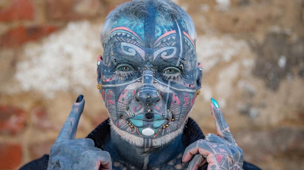 Самый татуированный в Германии человек покрыл рисунками 98% тела