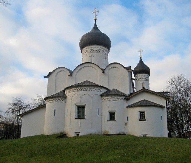 Как раньше отапливали церкви, ведь у них нет дымоходной трубы?