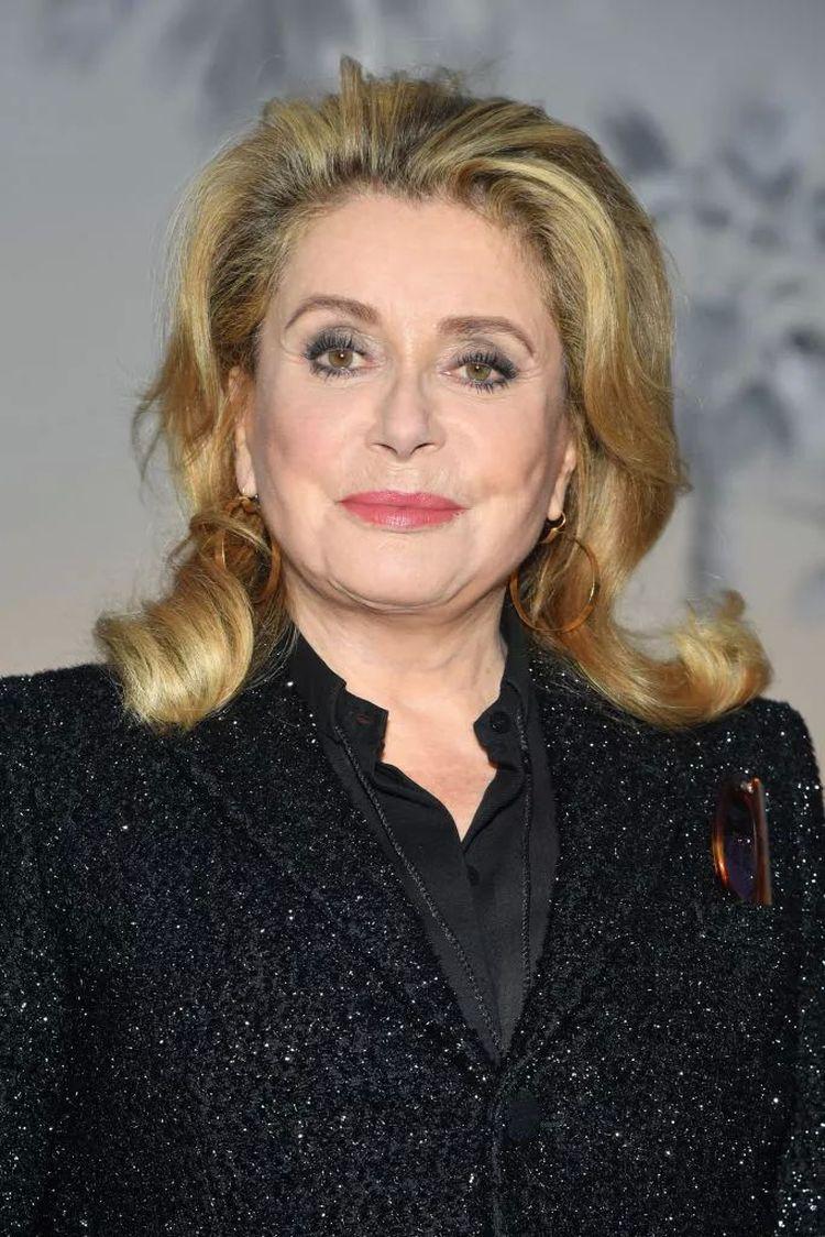 Стрижки зрелых знаменитых женщин, которые хорошо скрывают возраст