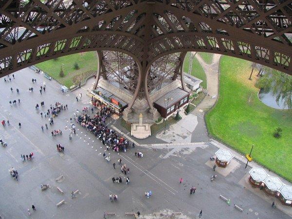 Вид на известные строения с непривычного ракурса