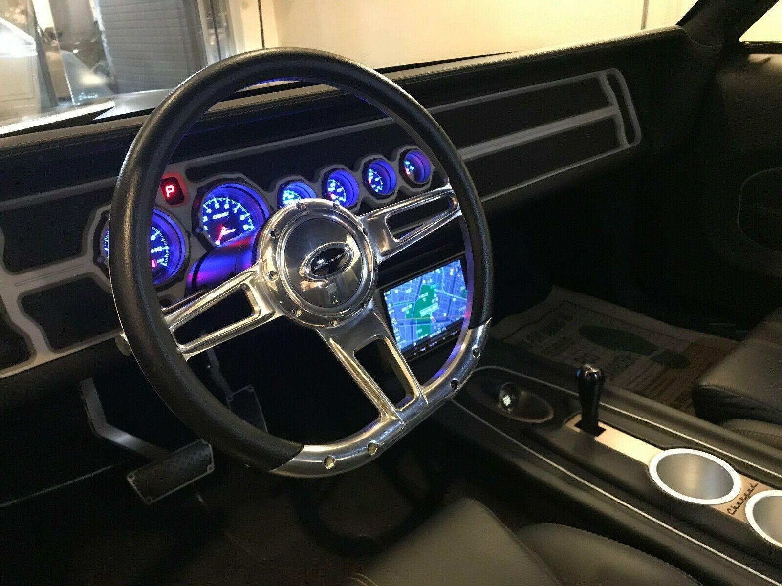 Чистый рестомод Dodge Charger 1970 года с двигателем V8
