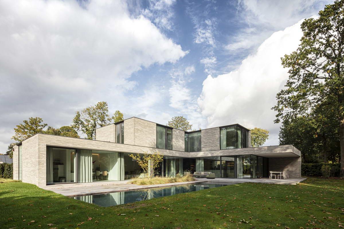 Минималистский дом из кирпича в Бельгии