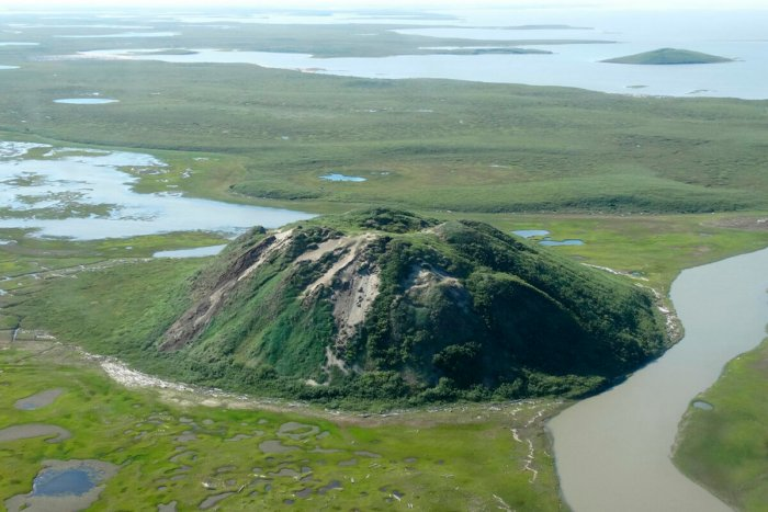 Как в Сибири появились огромные кратеры?