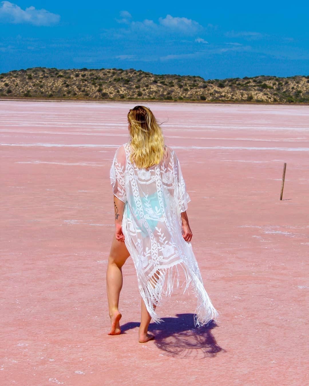 Лагуна Хатт с розовой водой на западном побережье Австралии