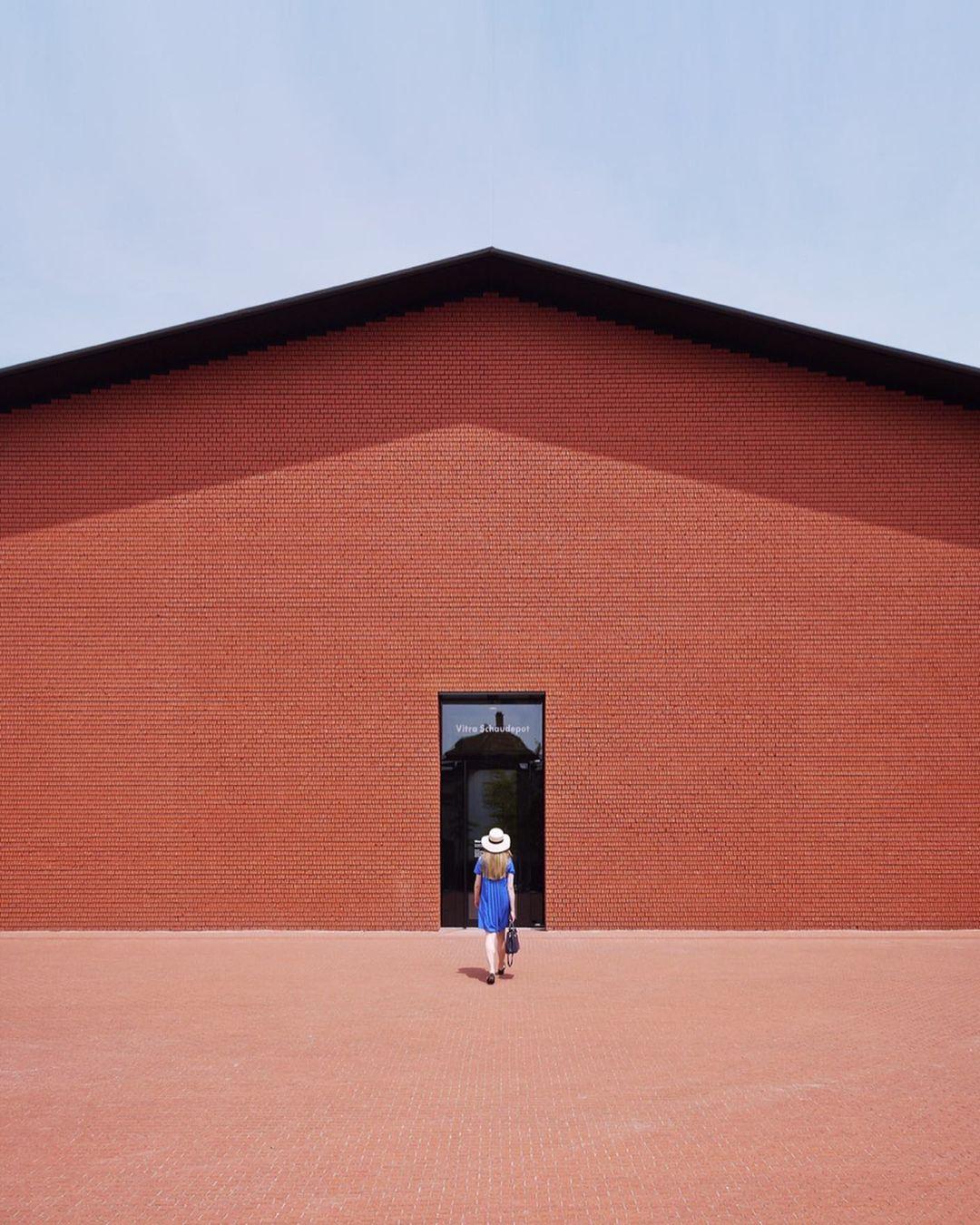Геометрия окон и симметрия балконов в объективе Рока Изерна