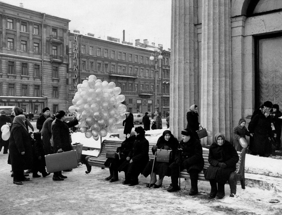 Уличный неореализм и поцелуи на снимках Марио Де Бьязи
