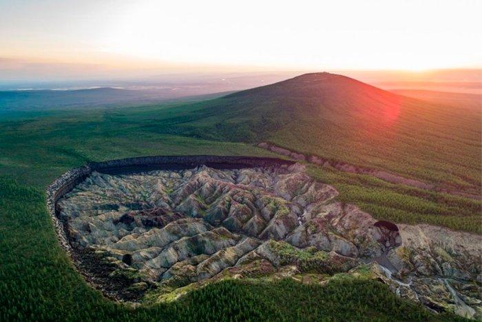 О чем рассказывает сибирский кратер Ворота в ад?