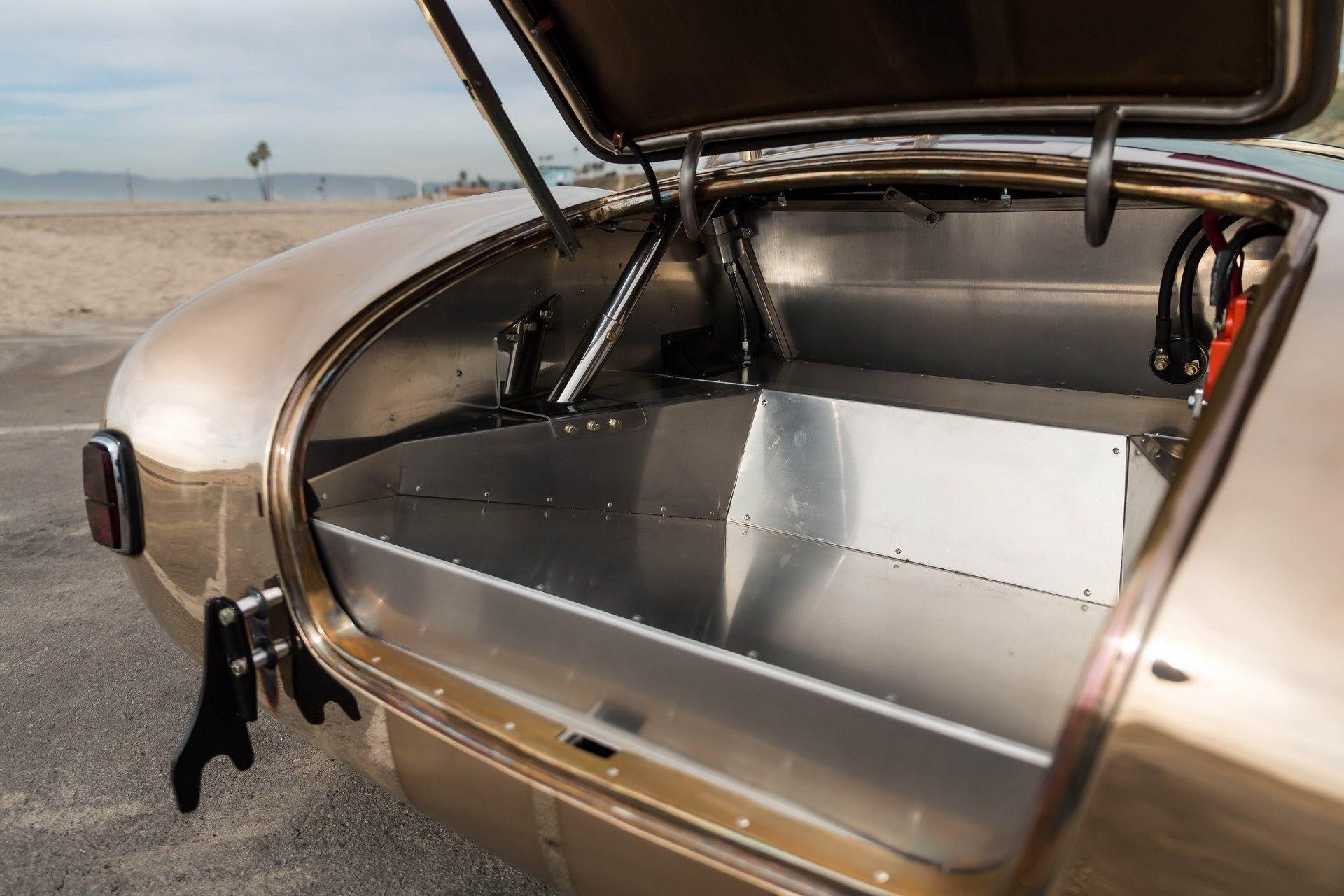 Полностью бронзовая реплика Shelby Cobra