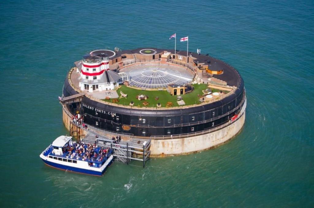 Продается невероятный военный форт у побережья острова Уайт