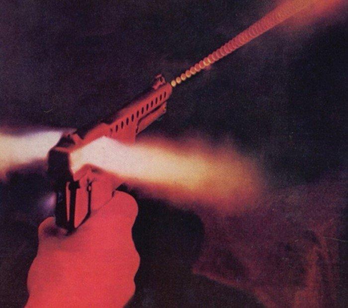 Уникальный пистолет, стреляющий снарядами с миниатюрными реактивными двигателями