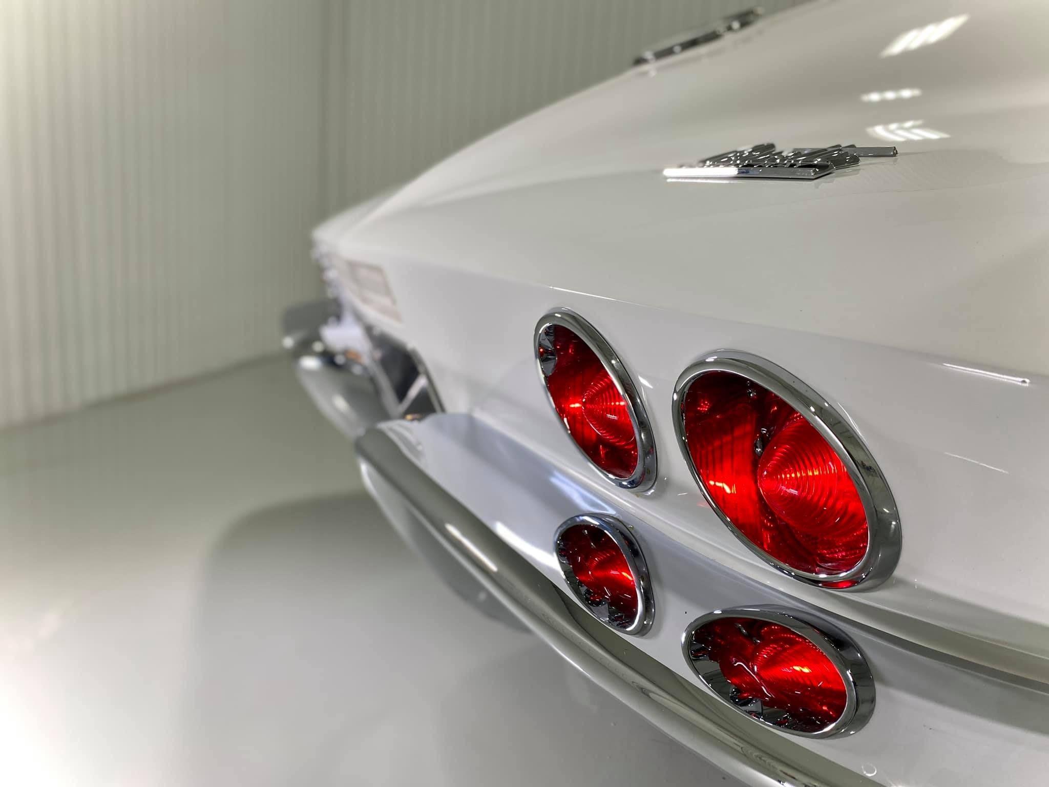 Великолепный рестомод Corvette Stingray 1967 года