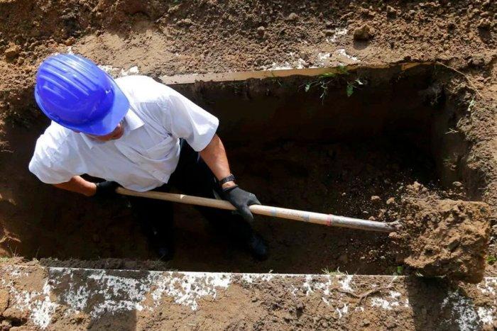 Почему могилы роют глубиной именно 2 метра?