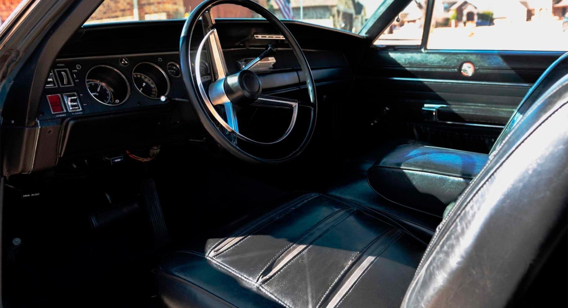 Классический американский масл-кар Dodge Charger Hemi R/T 1968 года