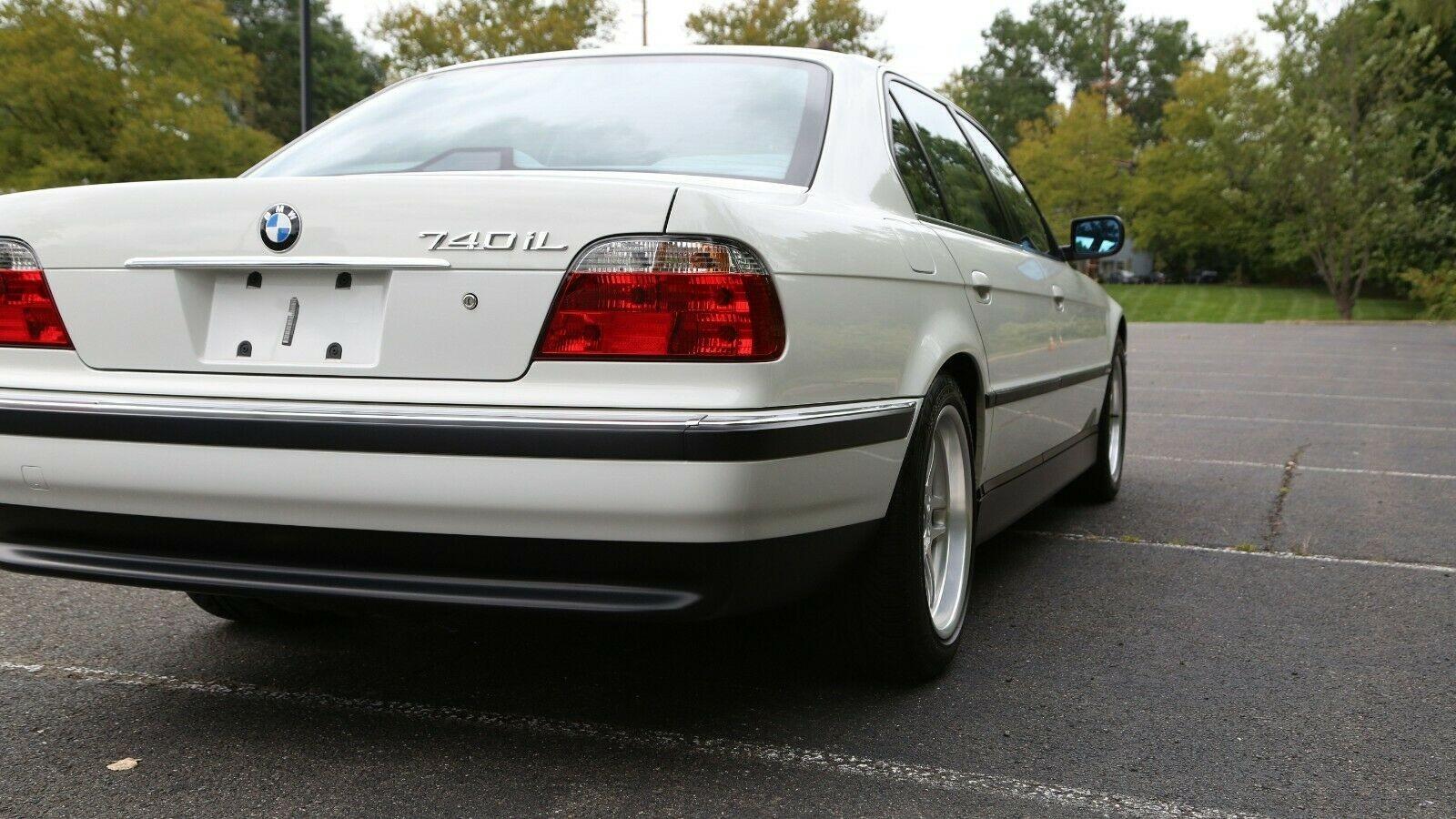 Удлиненная BMW 7-й серии 2000 года в безупречном состоянии