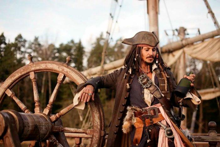Для чего морские пираты носили серьги?