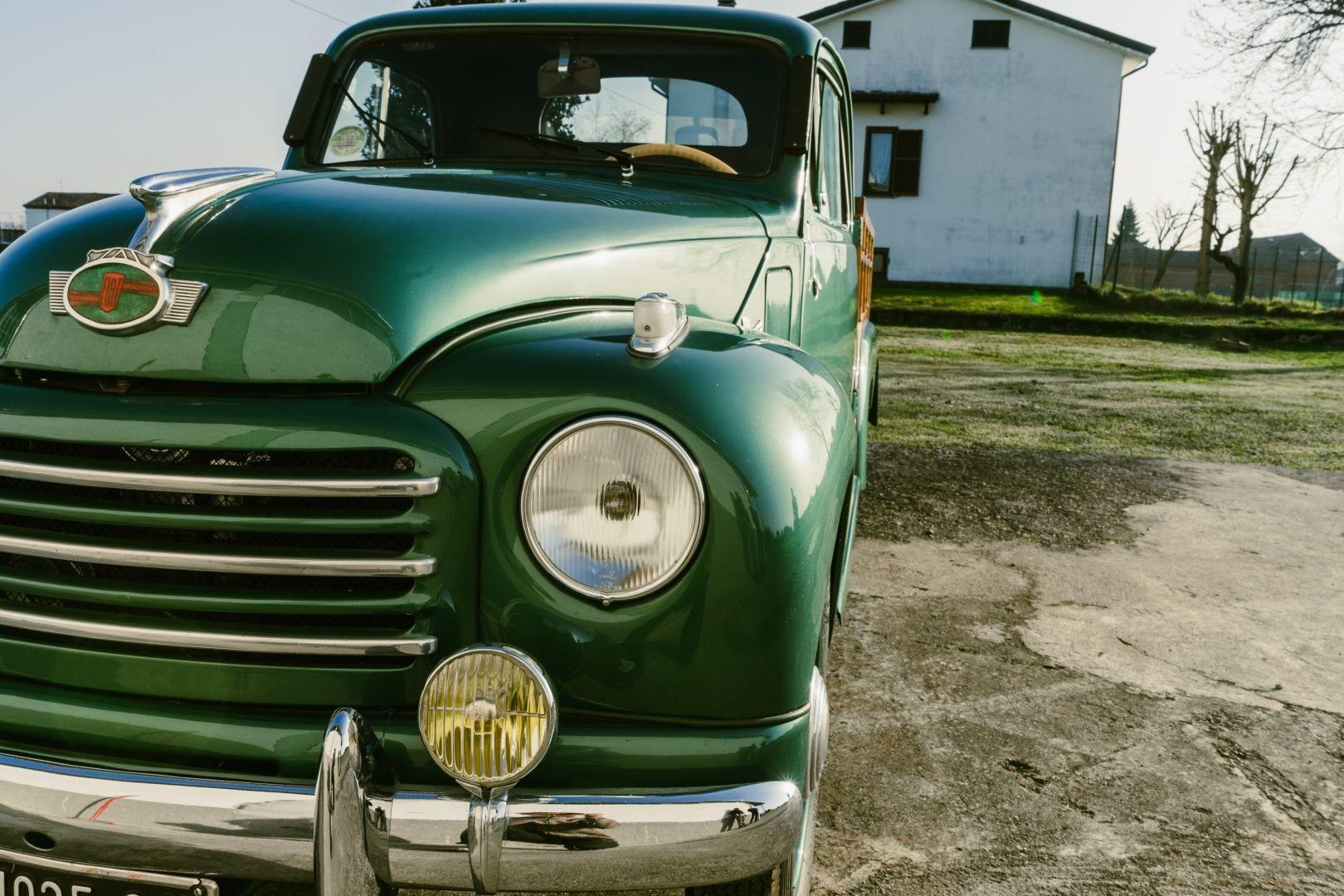 Симпатичный 70-летний шестиколесный грузовичок Fiat 500 C Ollearo