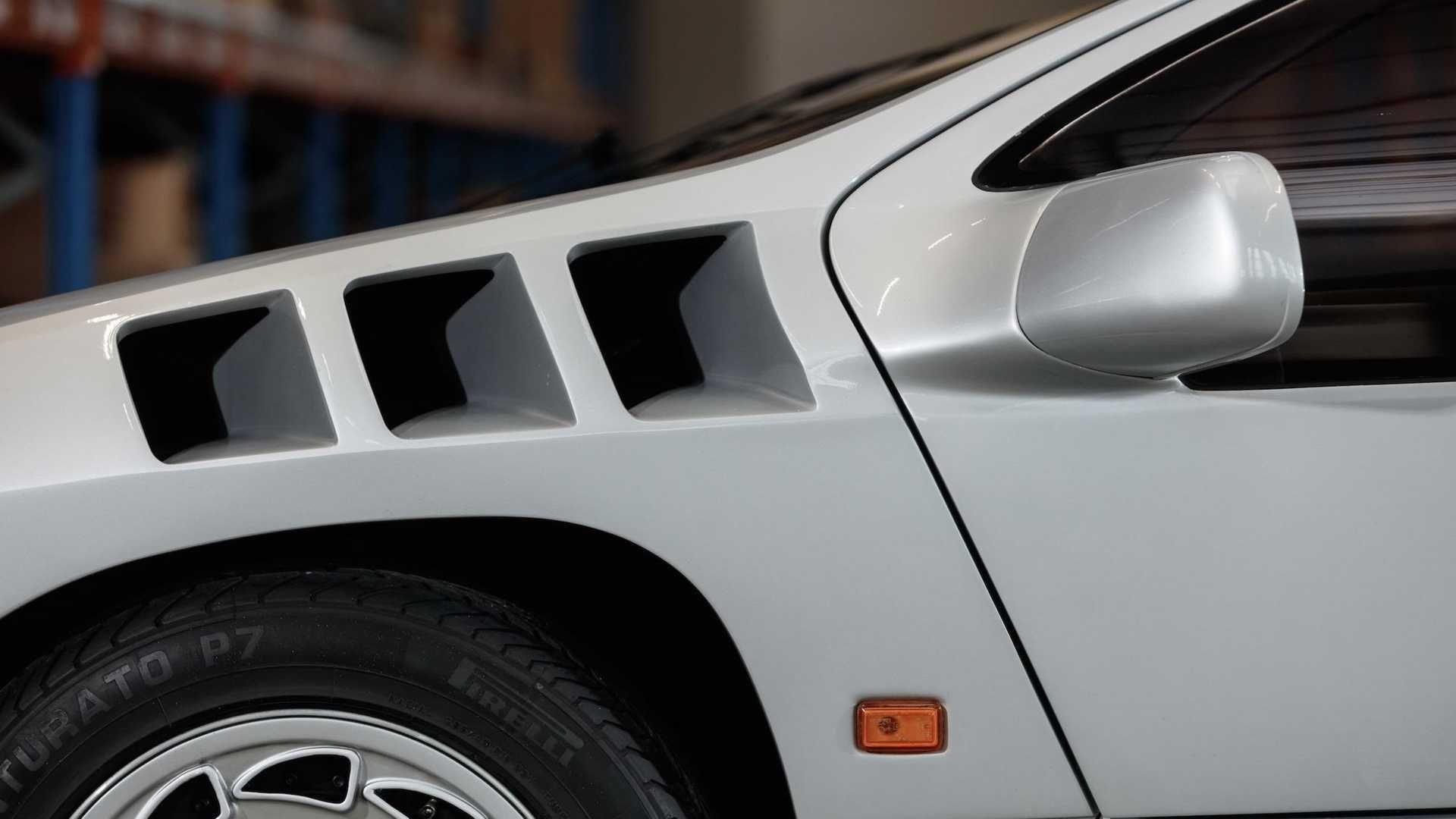 Редкий суперкар Isdera Imperator 108i с двигателем Mercedes