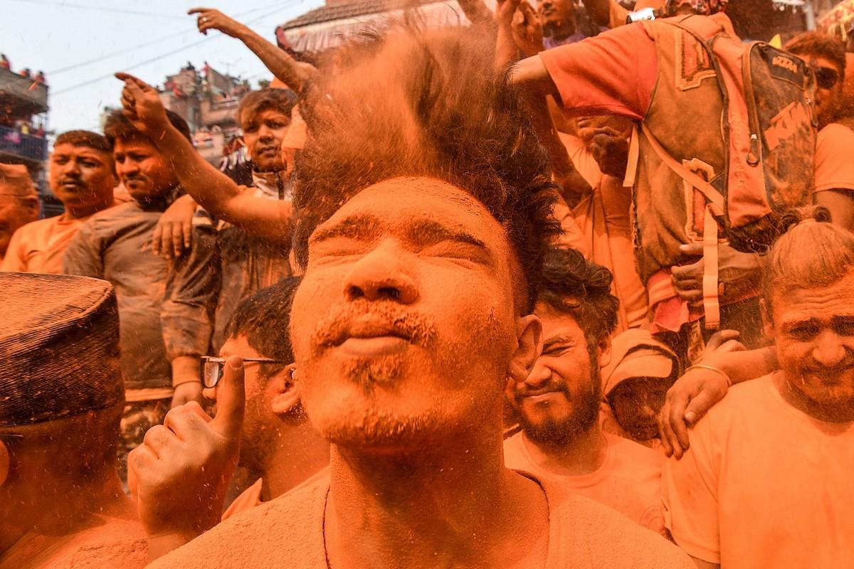 Непальский новый год и праздник Бискет Джатра в городе Тими