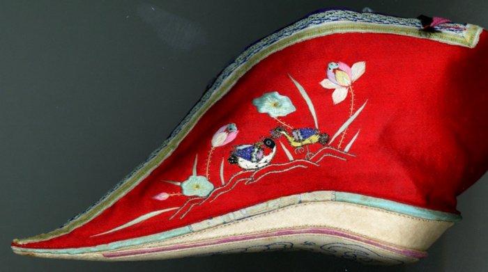 Ноги-лотосы: для чего китайские девушки уродовали свои ступни?