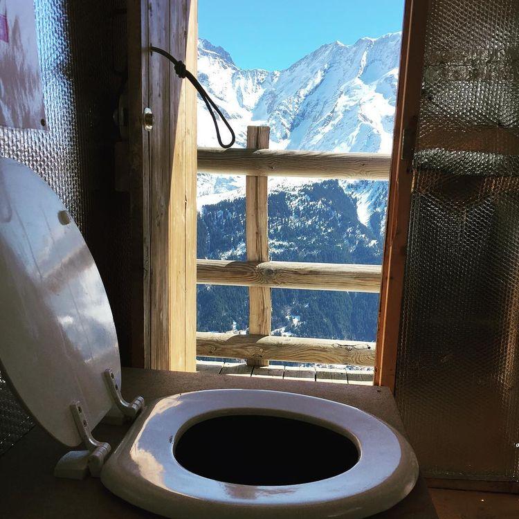 Снимки великолепных видов из туалетов со всего мира
