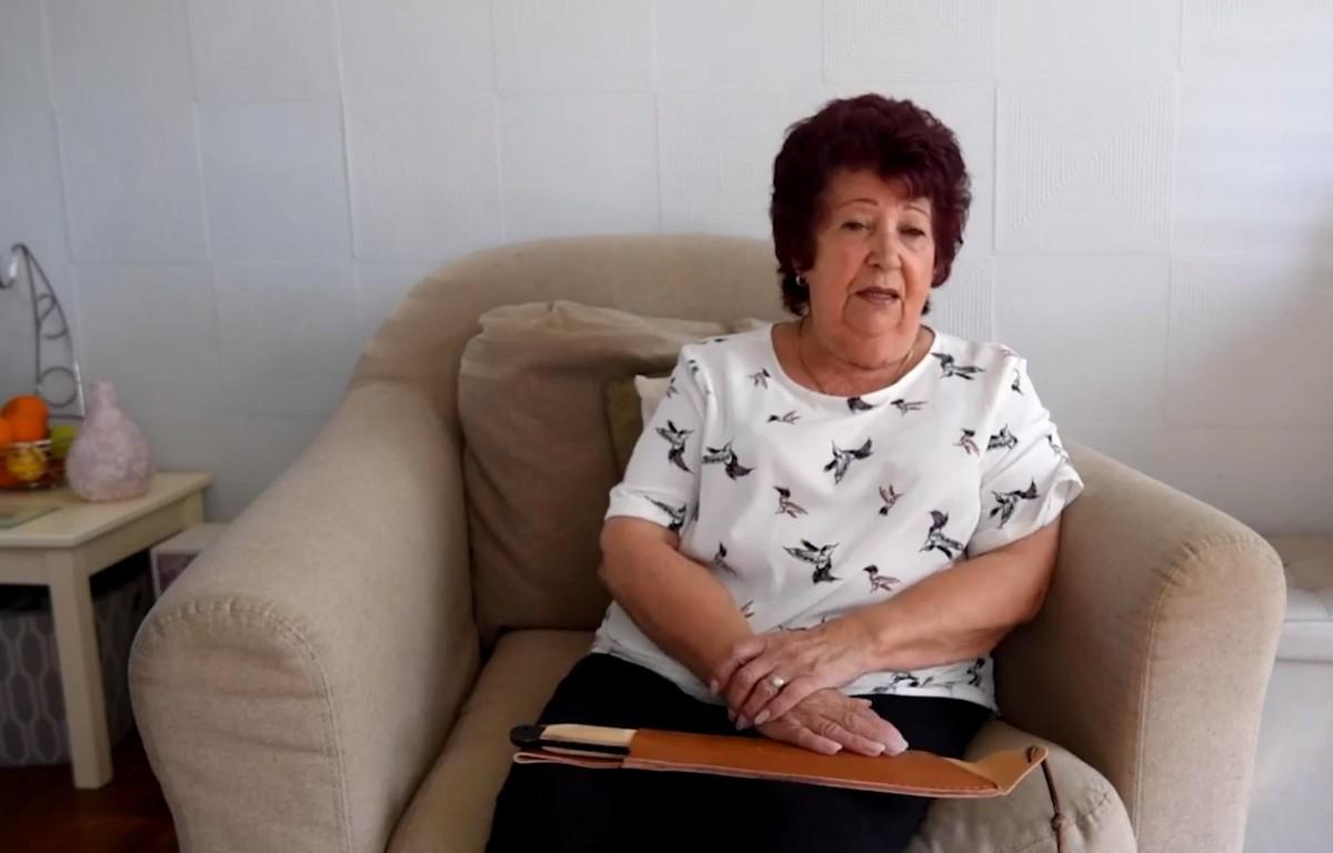 Бабуля нашла 12-дюймовое мачете в купленном с рук диване
