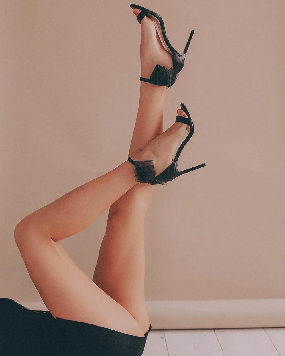 Красивые девушки на высоких каблуках