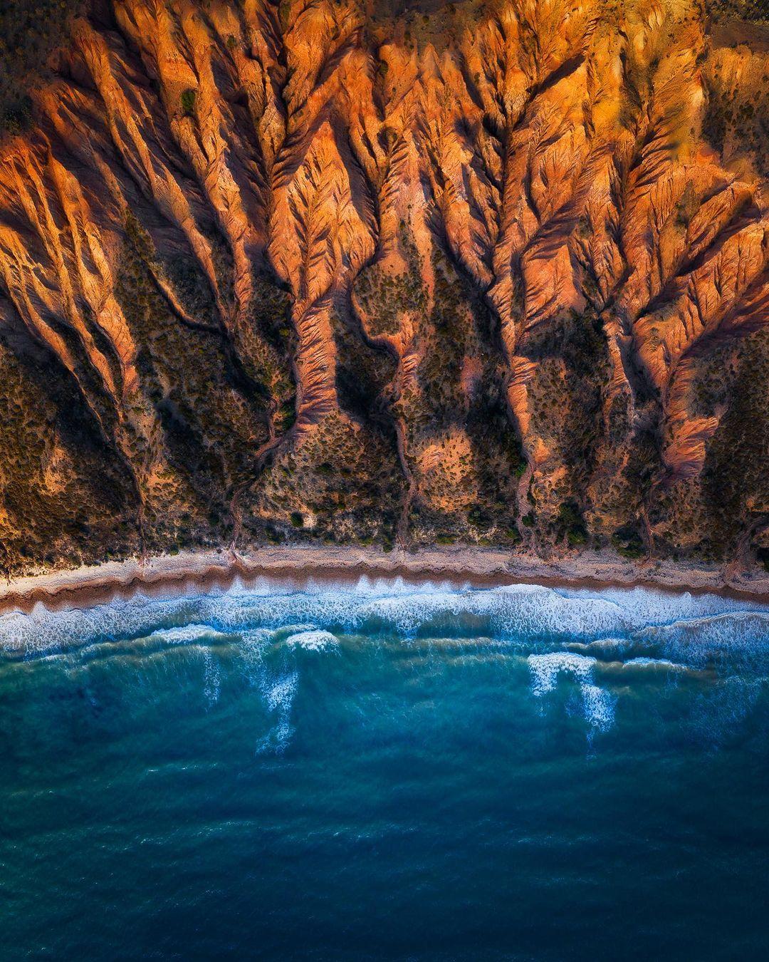 Природные и городские пейзажи из путешествий Джереми Герберта