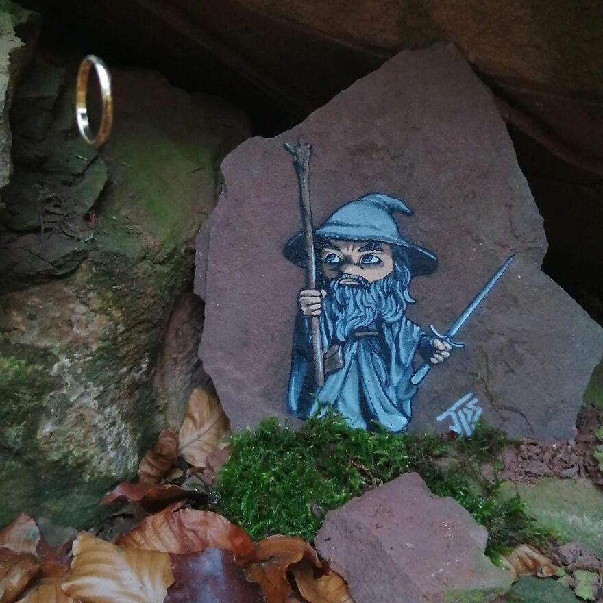 Забавные работы уличного художника, который вдохновляется окружающим миром
