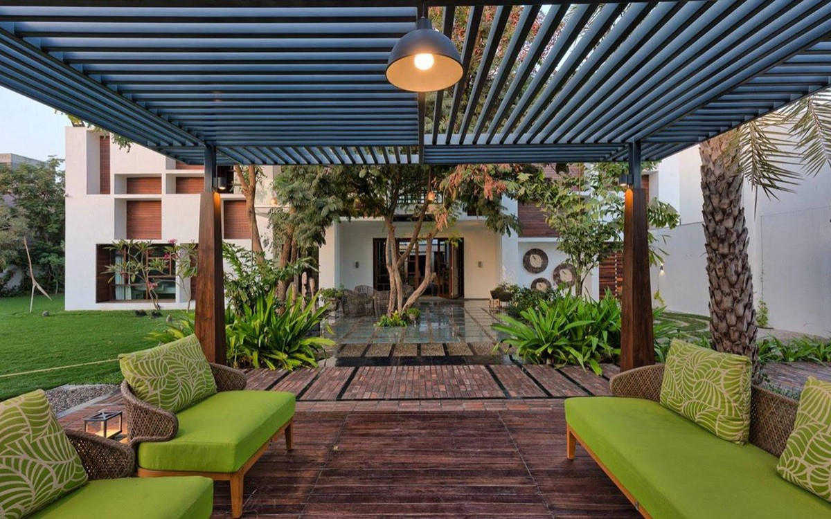 Современный дом с двором в Индии