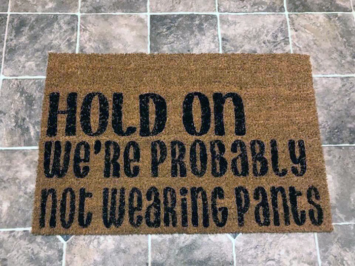 Забавные коврики, которые встречают гостей у входной двери