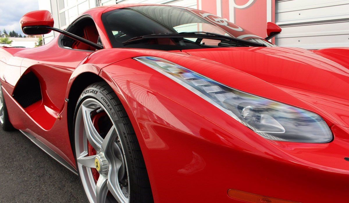 Ferrari LaFerrari 2014 года с минимальным пробегом