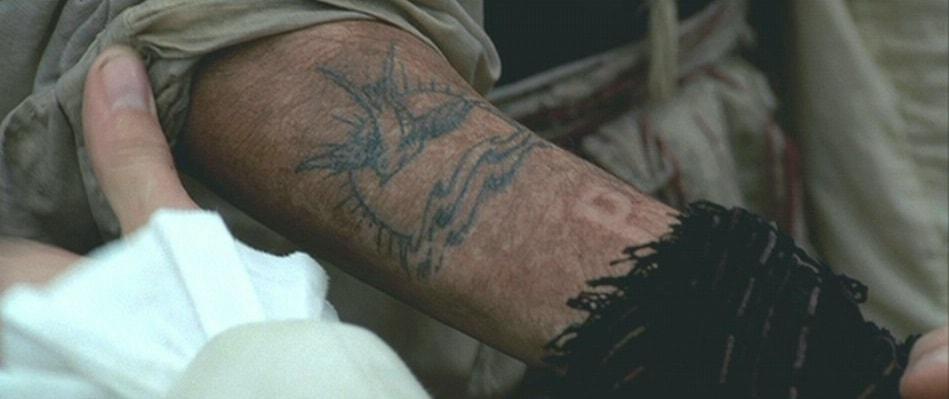 Актеры сделали себе татуировки, связанные с фильмами и сериалами, в которых они снимались