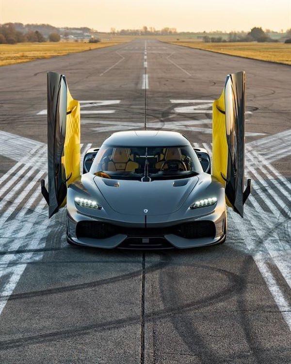 Впечатляющие автомобили разных лет для настоящих ценителей