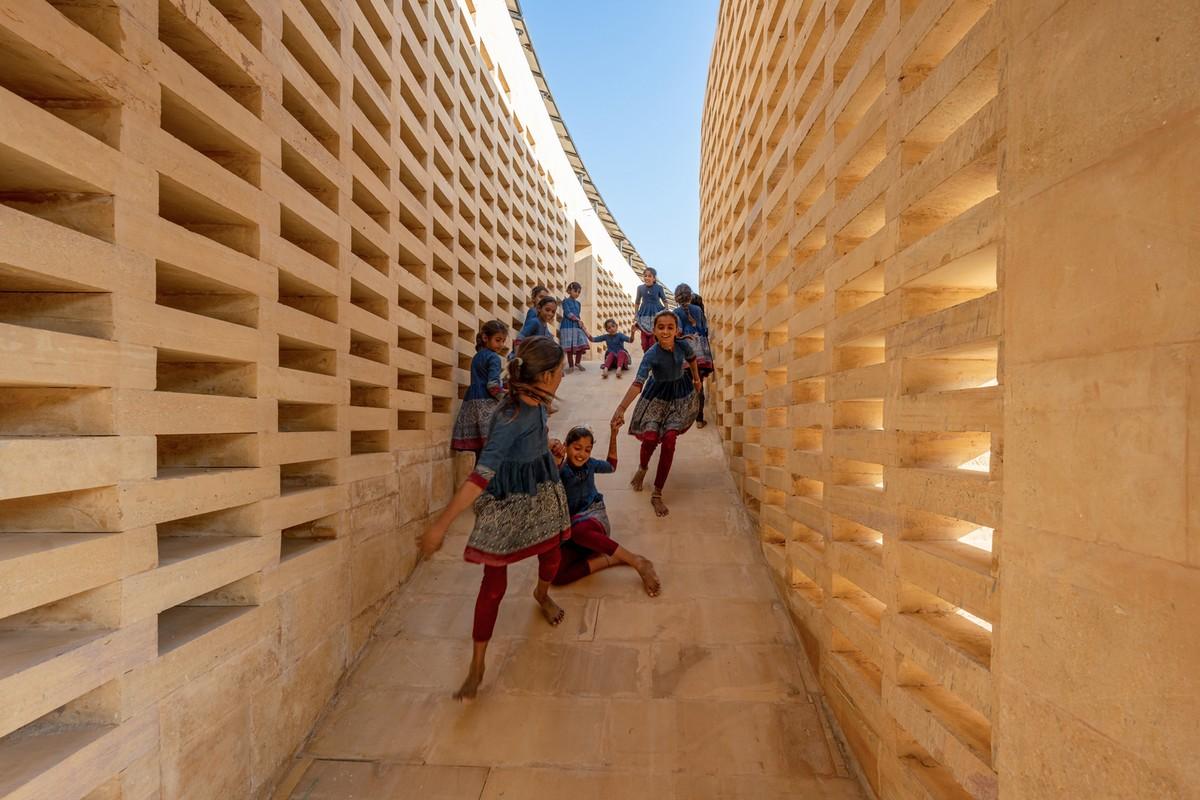 Уникальная школа для девочек в индийской пустыне Тар