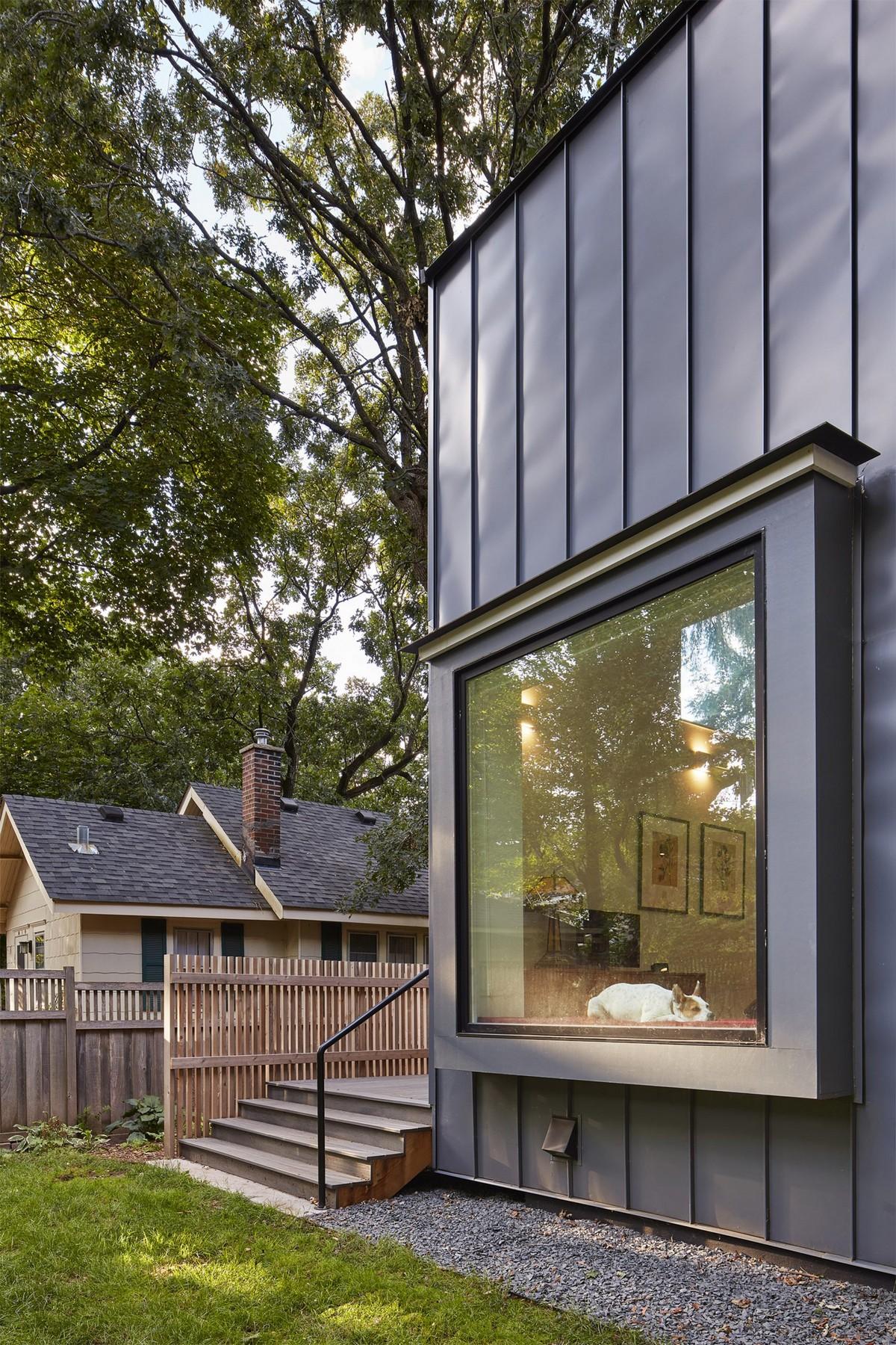 Современный городской дом на солнечной энергии в штате Миннесота