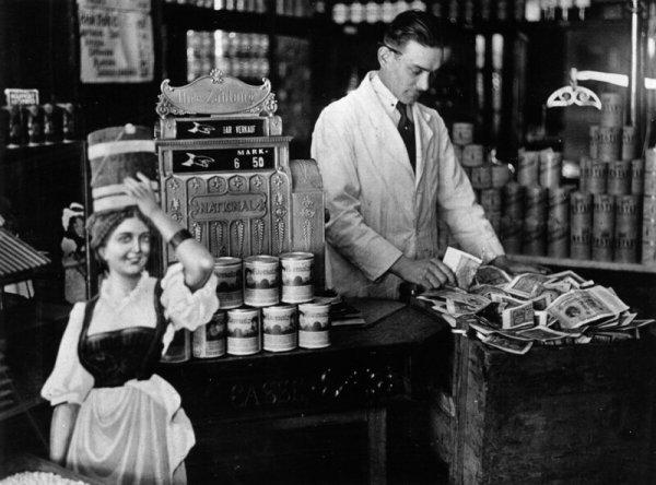 Снимки Германии времен гиперинфляции в начале 1920-х