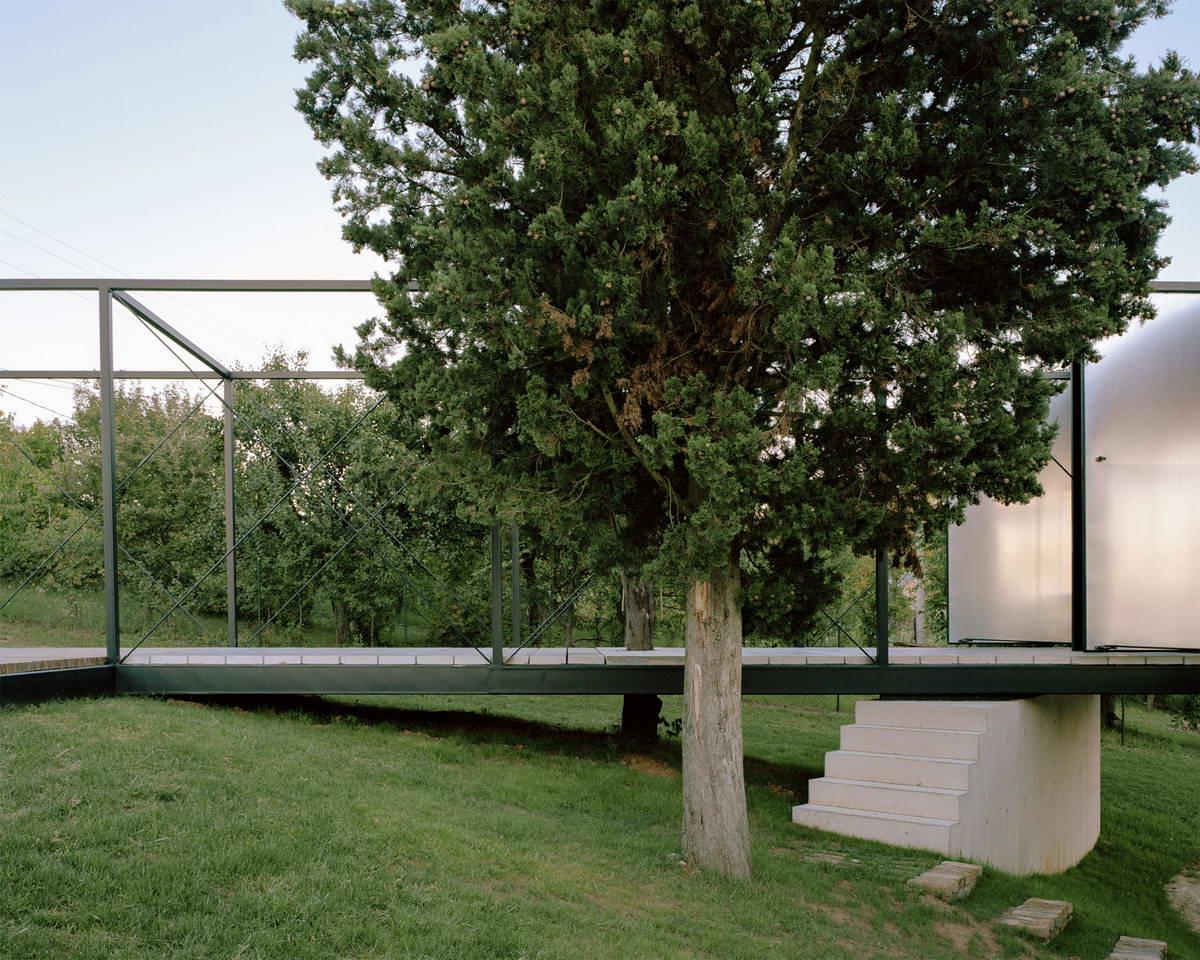 Стеклянный дом для отдыха в Сербии