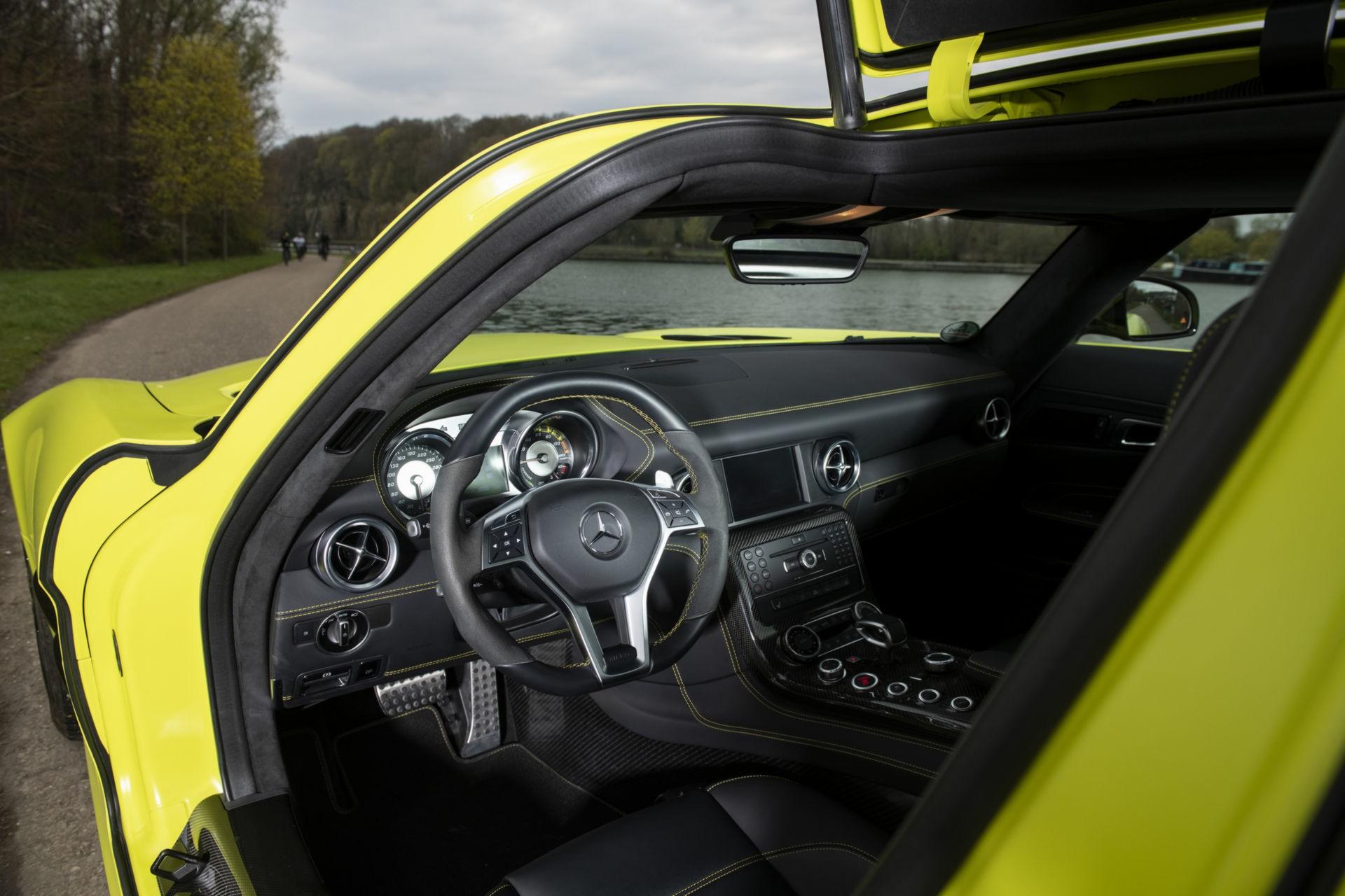 Редчайший электросуперкар Mercedes-Benz SLS