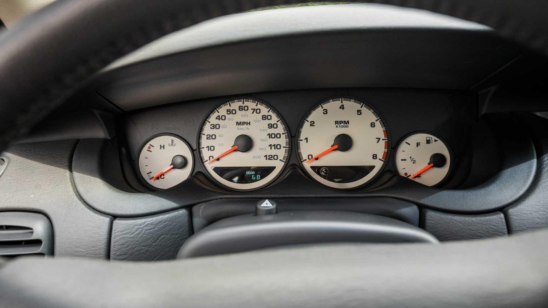 Последний когда-либо выпущенный Plymouth Neon LX 2001 года