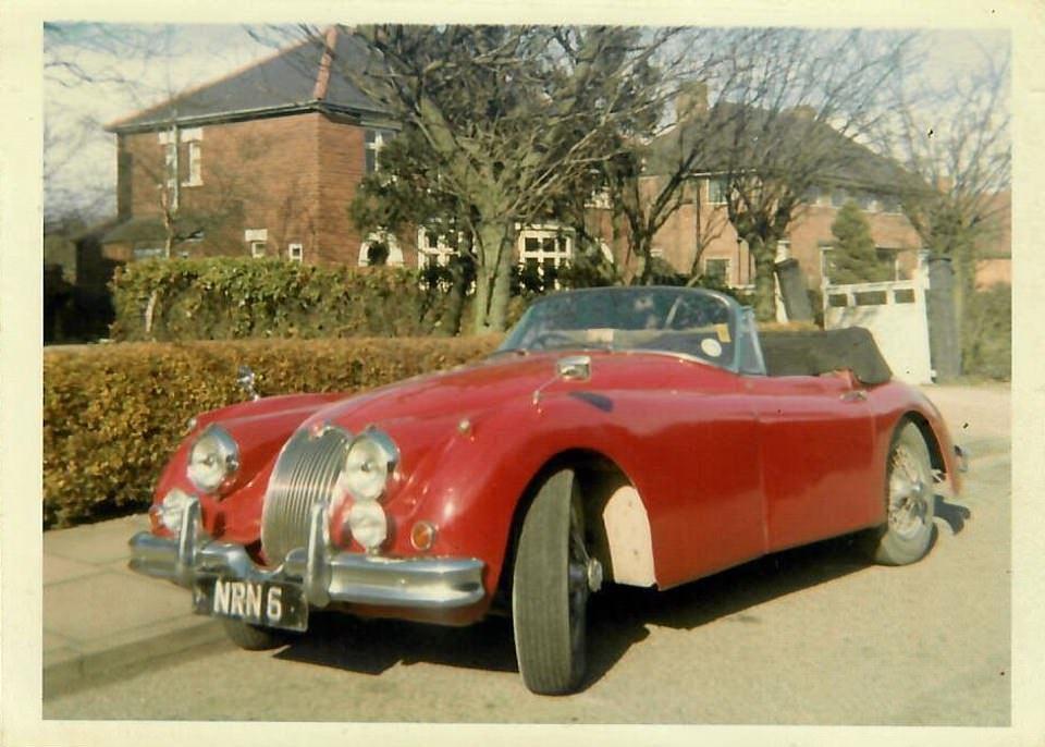 Ржавый и побитый винтажный Jaguar продали на аукционе
