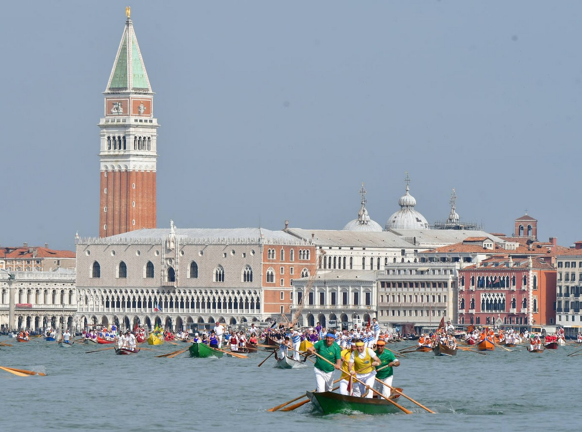Ежегодная регата Vogalonga прошла Венеции