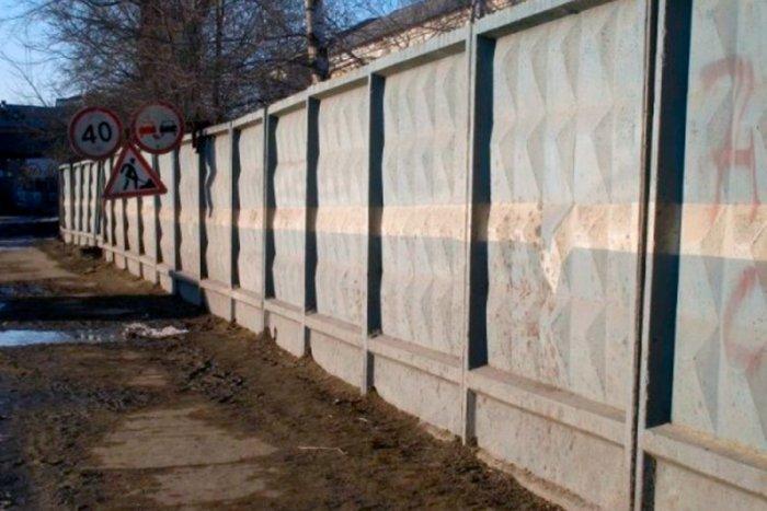 Как появился характерный забор с ромбиками?